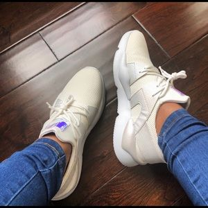 7c8bb467be8 Shoes -    PRICE IS FIRM   Women s cream white sneakers